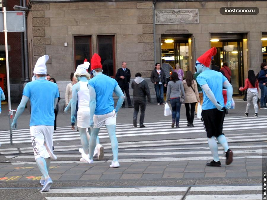 Туристы в Амстердаме