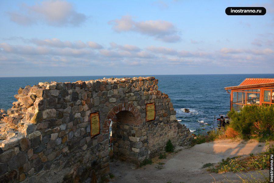 Руины крепостной стены в Созополе