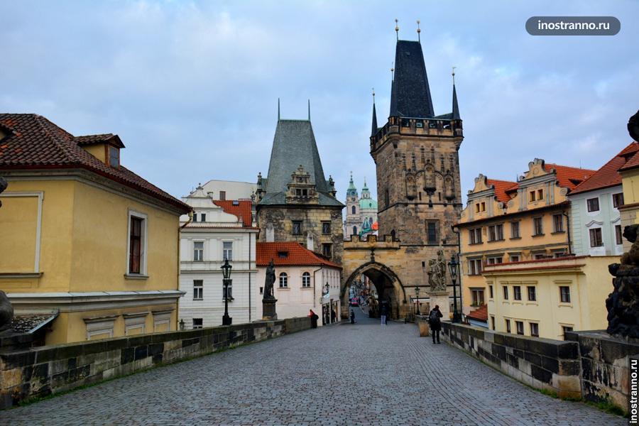 Башня в Праге у Карлова моста