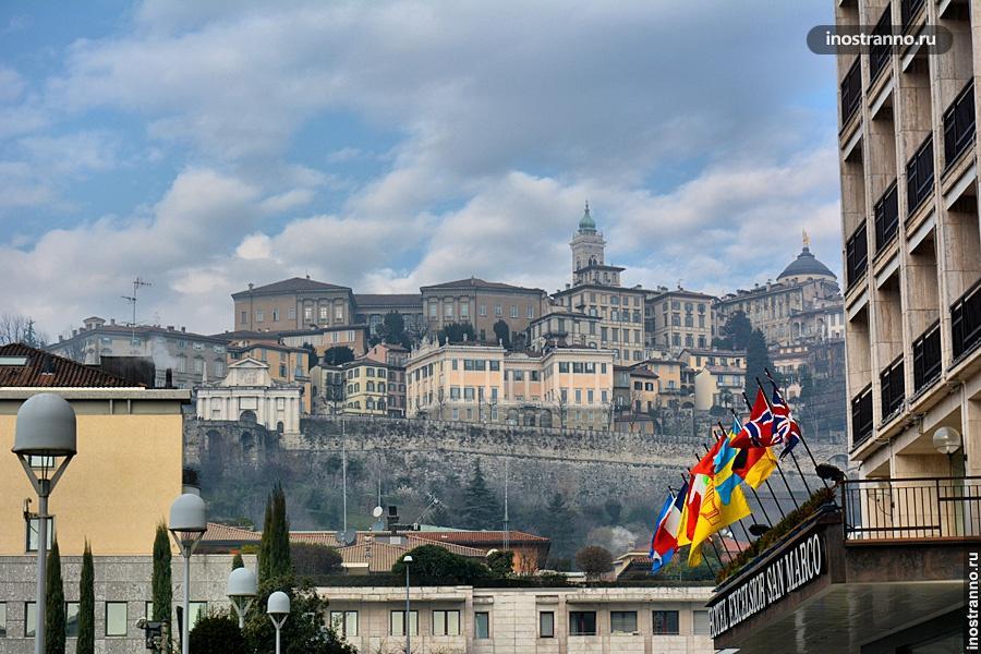 Вид на замок в Бергамо