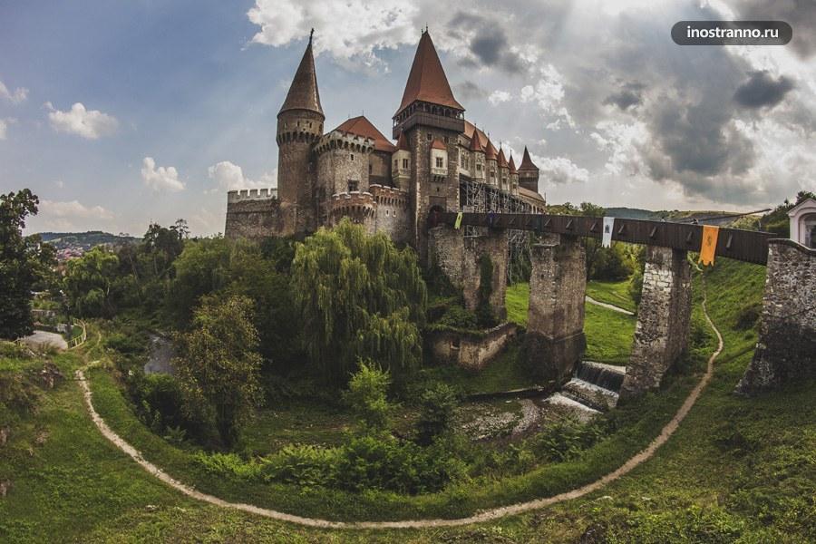 Замок Корвинов