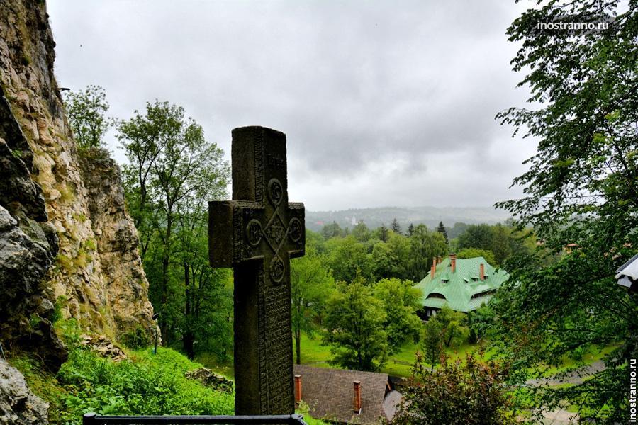Крест у замка Бран