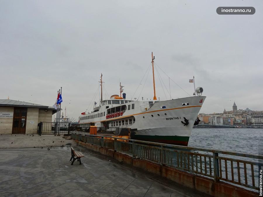 По Стамбулу на кораблике