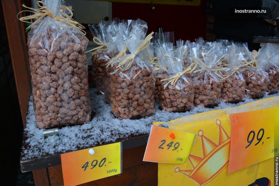 Миндаль на рынке в Праге