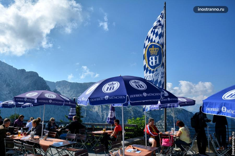 Пивной Hofbrauhaus в альпах