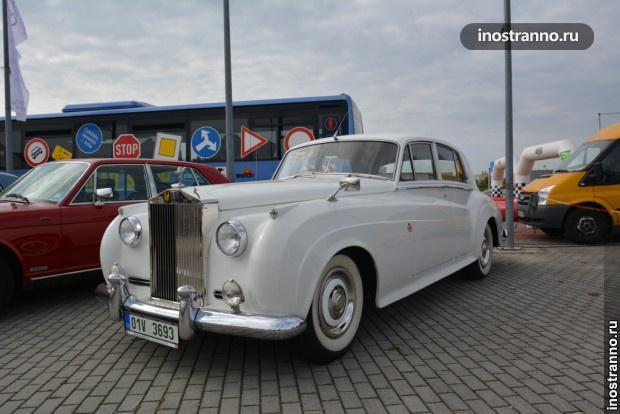 Роллс Ройс на автовыставке в Праге