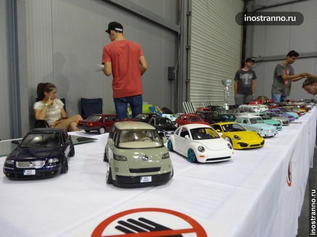 Игрушечные машинки на пражской автовыставке