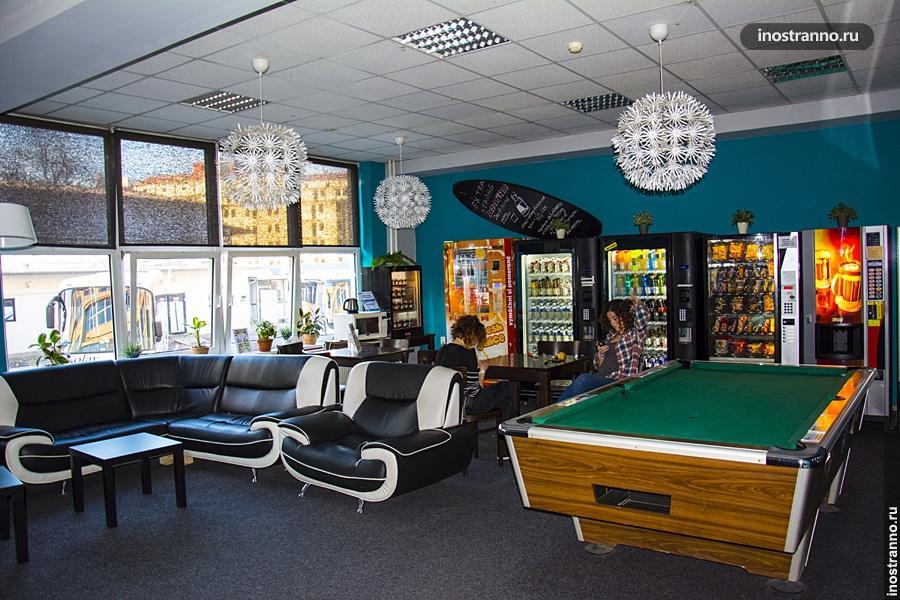 Бильярд и бар в хостеле Праги
