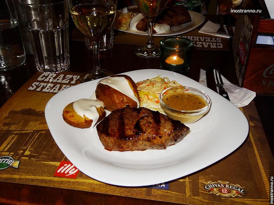 Обед в ресторане в Праге
