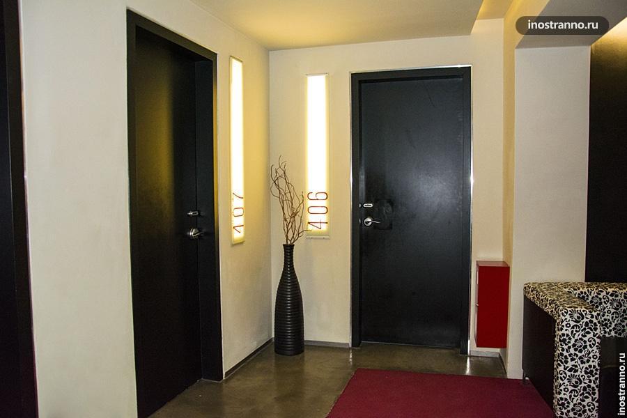 Двери в хостеле Праги