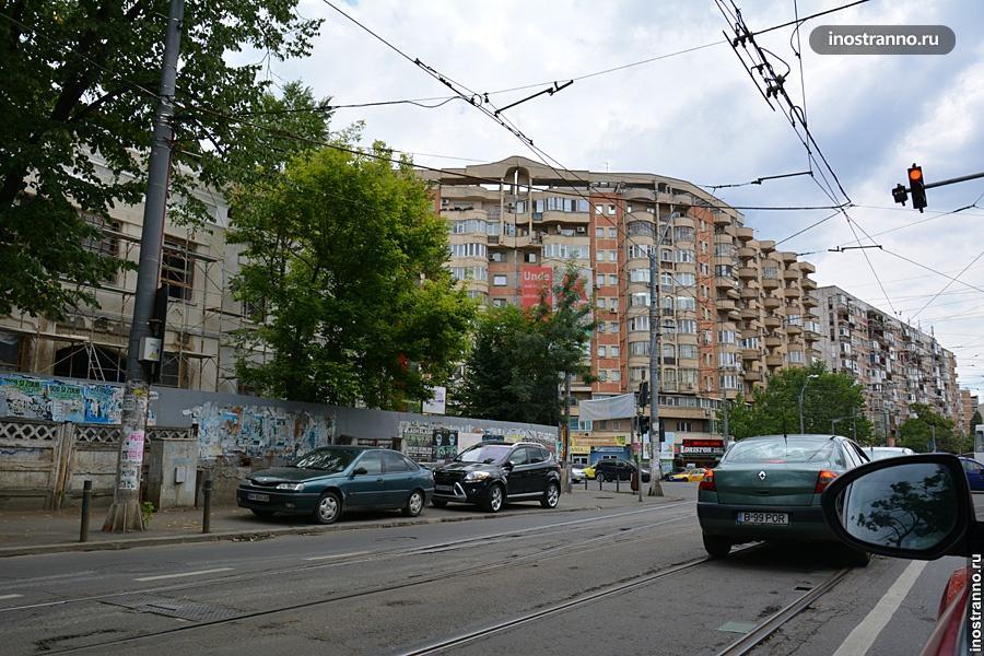 Парковка на тротуаре в Бухаресте