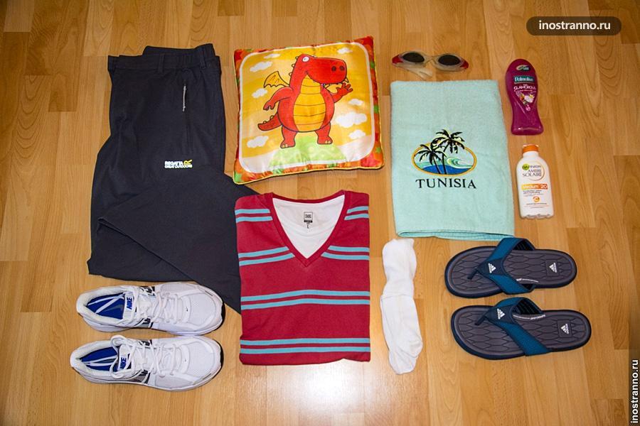 Багаж с вещами на отдых