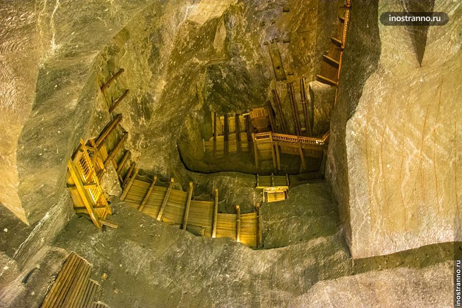 Стены пещеры Величка