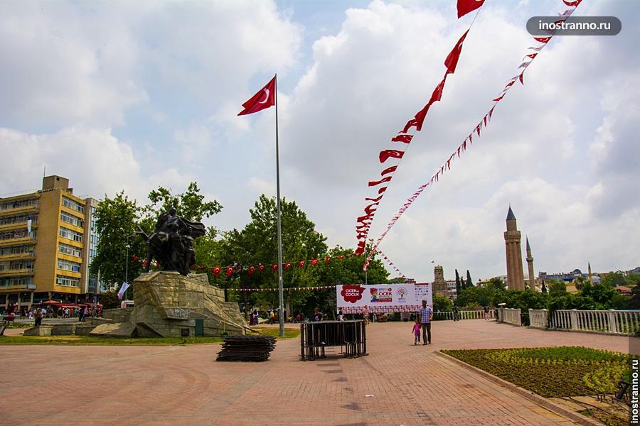 Площадь республики в Анталии