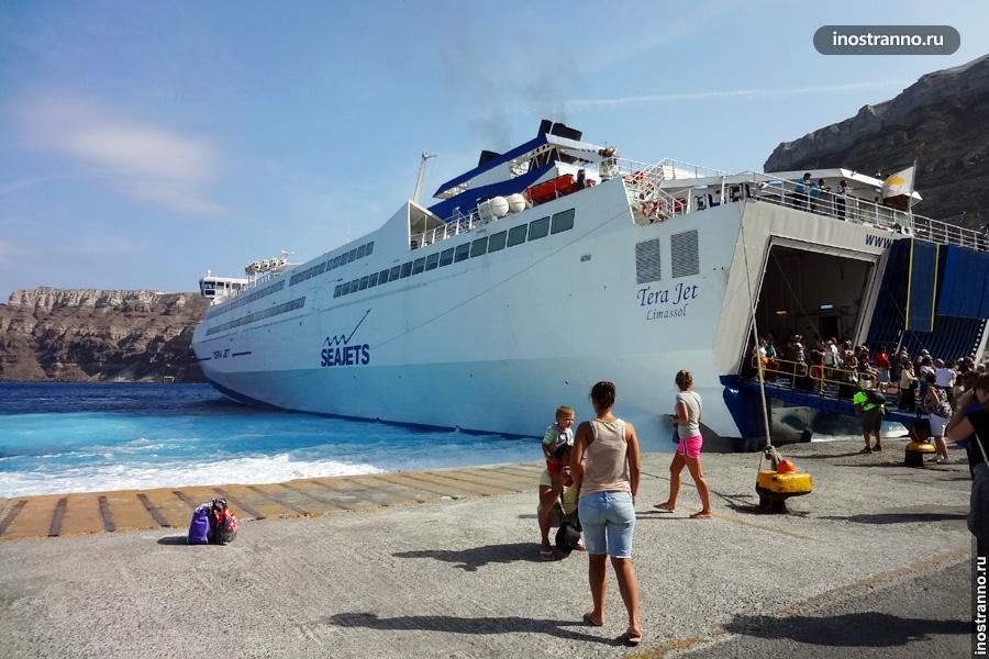 Паром в порту Афин