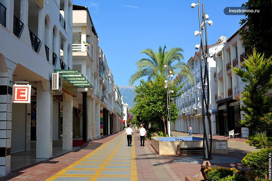 Пешеходная улица в Кемере