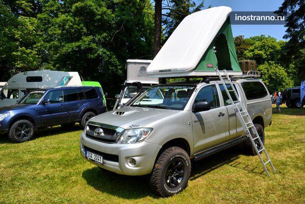 Toyota Hilux тюнинг и палатка на крыше