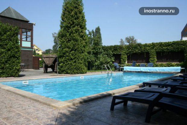 Гостиница Праги с бассейном Hotel Baroko