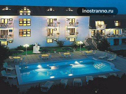 Отель Праги с бассейном Hotel Monica
