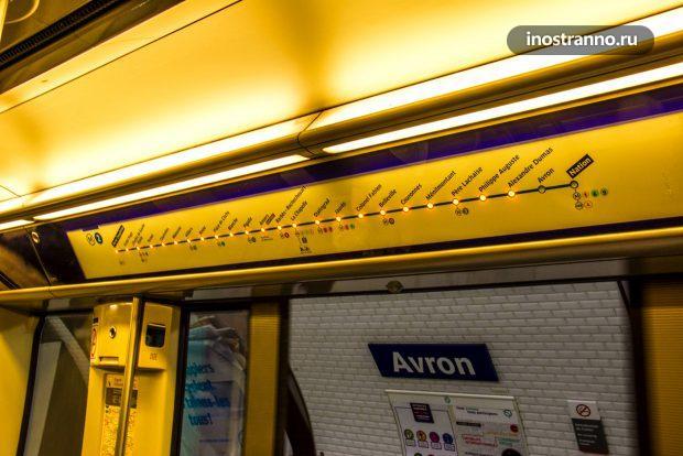 Индикация станций в метро Парижа