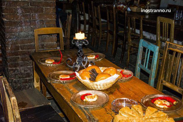 Ужин в средневековом ресторане в Праге