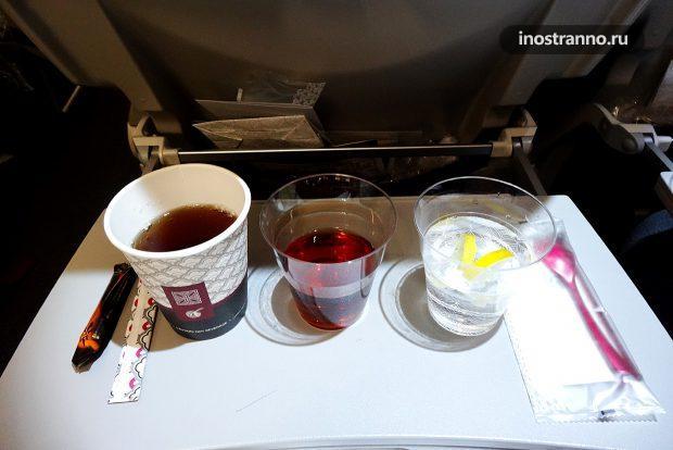 Напитки во время полета Катарских авиалиний