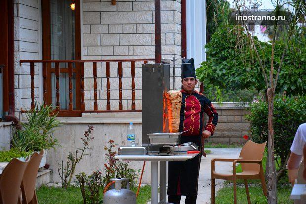 Работник кухни в отеле