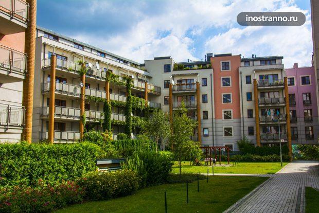 Новый дом в Праге из непонятных материалов