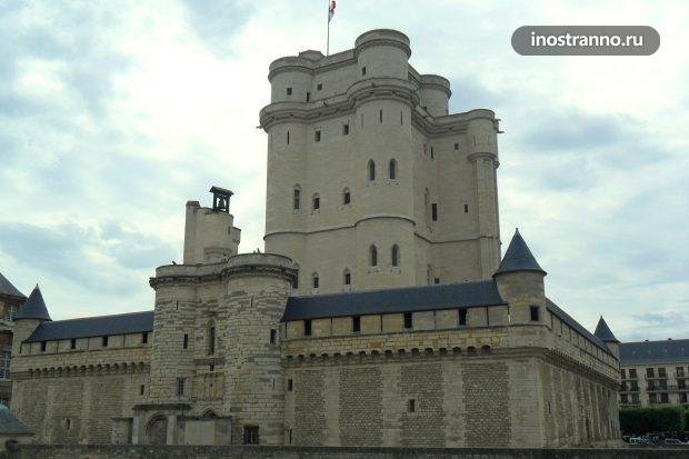 Венсенский замок рядом с Парижем