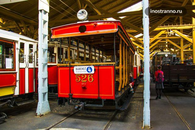 Ретро трамвай в музее Праги