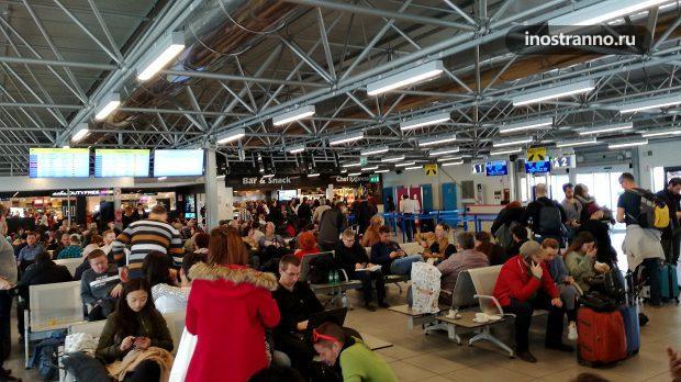 Аэропорт Чампино в Риме Терминал