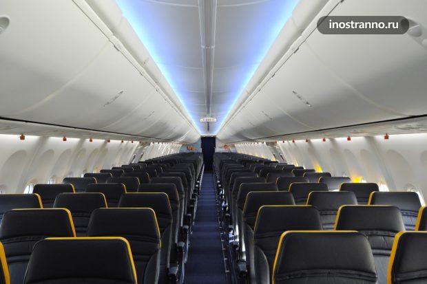 Салон самолета RyanAir