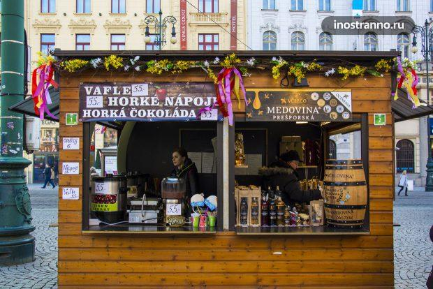 Алкогольные напитки на рынке в Праге