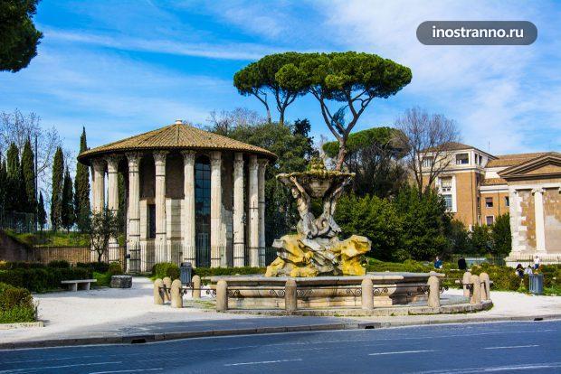 Фонтан Тритонов в Риме