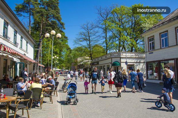 Центральная пешеходная улица в Юрмале