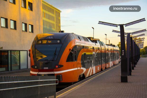 Поезд на вокзале в Таллине