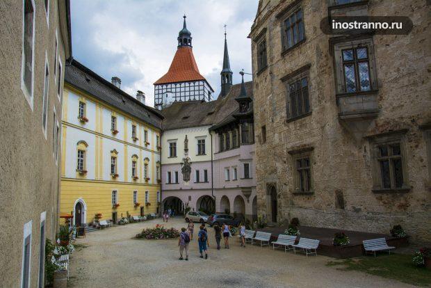 Красивый чешский замок Блатна