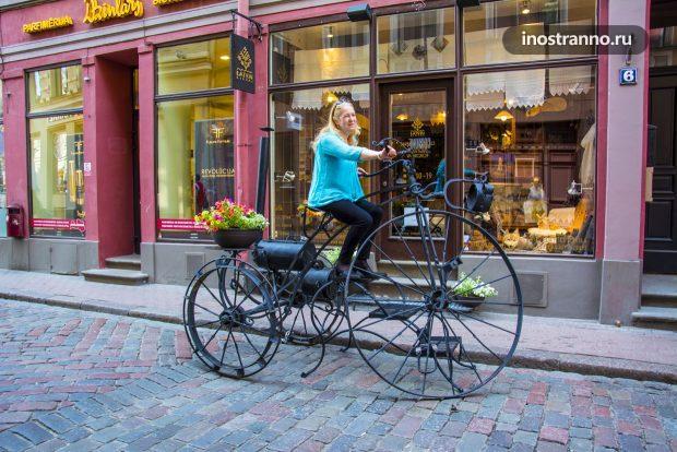 Скульптура велосипед в Риге