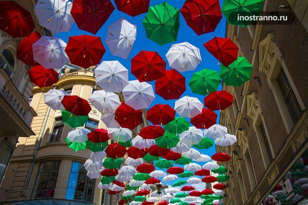 Улица с зонтиками Брно