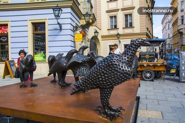 Необычная скульптура птиц