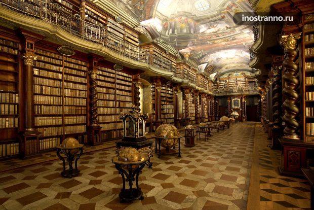 Красивая библиотека Чешской Республики в Клементинуме, Прага