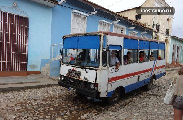 Ретро автобус на Кубе