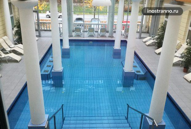 Термальный бассейн на курорте Рогашка-Слатина