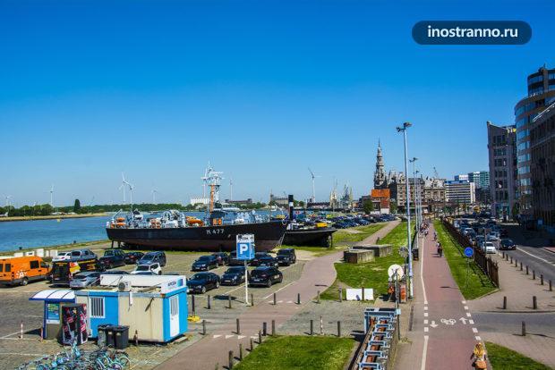 Морской порт в Антверпене