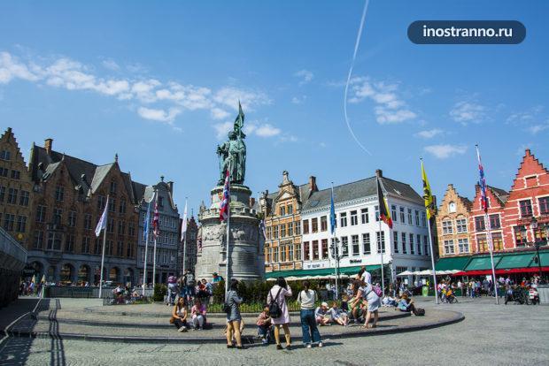 Статуя Яну Брейделу и Питеру де Конинку в Брюгге