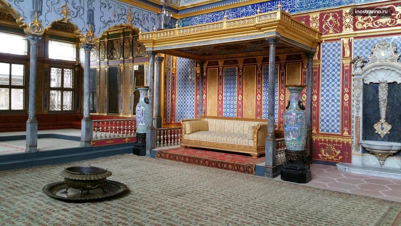 Археологический музей Стамбула во дворце Топкапы