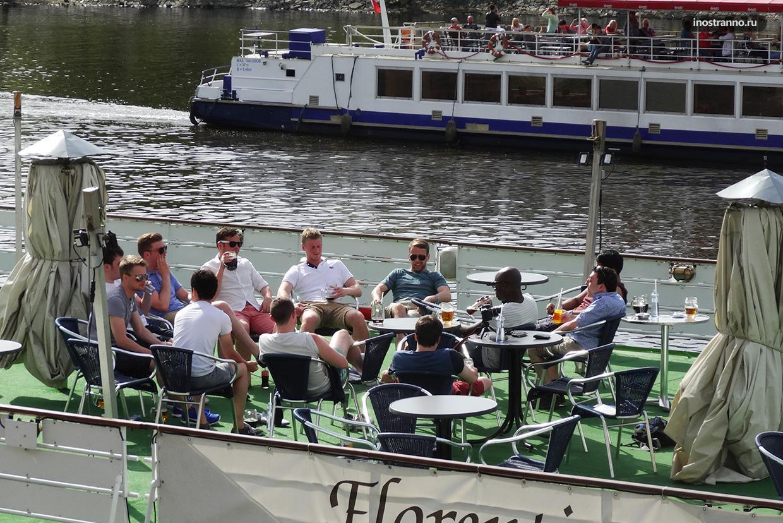 Пивная в Праге на реке
