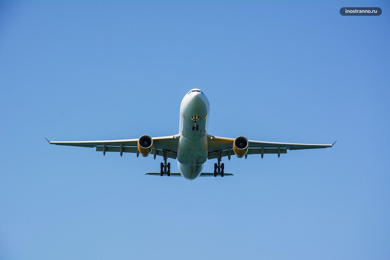 Самолет заходящий на посадку