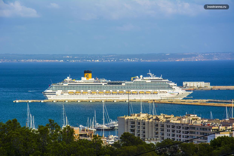 Круизный лайнер в Испании