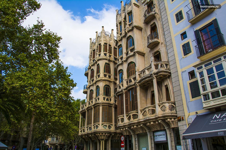 Здание Edifici Casasayas в Пальма-де-Майорка